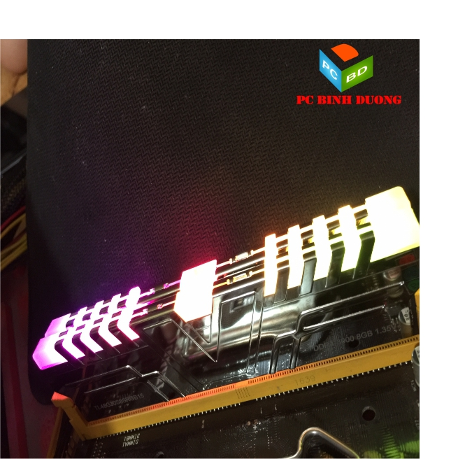 RAM V-COLOR SKYWALKER PRISM DDR4 8GB/3000 ( LED RGB )